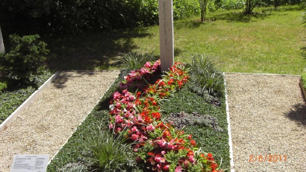 Grabanpflanzung querformat1